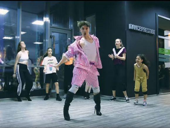 Emil Rengle, coregrafie de senzație pe o manea! Cum a dansat pe melodia lui Cătălin de la Alexandria care face furori pe Tik Tok, Tu ai ceva ce-mi place