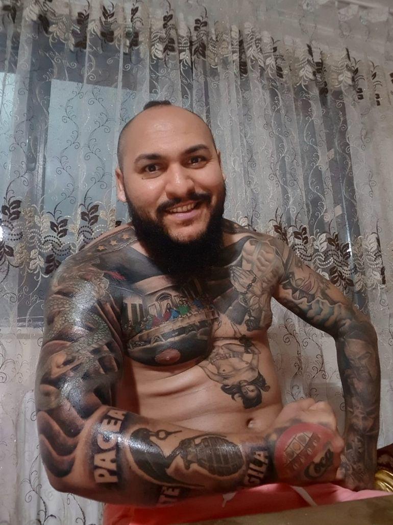 Bombă în showbiz! Dani Mocanu și-a schimbat look-ul de gura iubitei! Cum arată acum cel mai rebel manelist de la noi