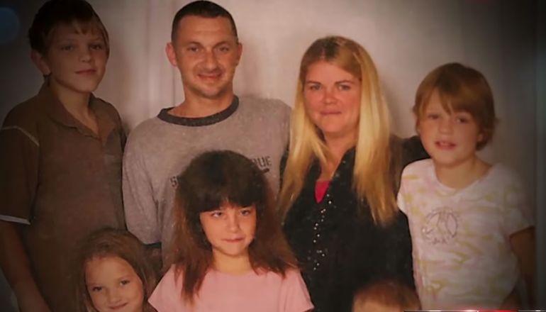 Acest cuplu a adoptat copiii vecinei aflate pe moarte. Au vrut să facă o faptă bună, însă nu le-a fost deloc ușor. Când au ajuns acasă, inima le-a stat în loc!