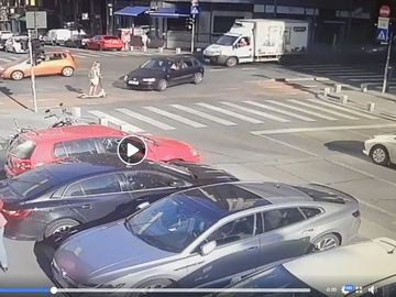 S-a întâmplat pe Calea Victoriei, în București: O tânără pe trotinetă, lovită de o mașină