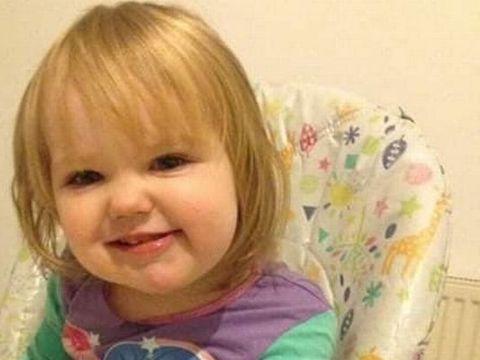 O fetiță de doi ani s-a spânzurat accidental și a murit! Mama ei credea că doarme, dar când s-a întors în cameră a înlemnit