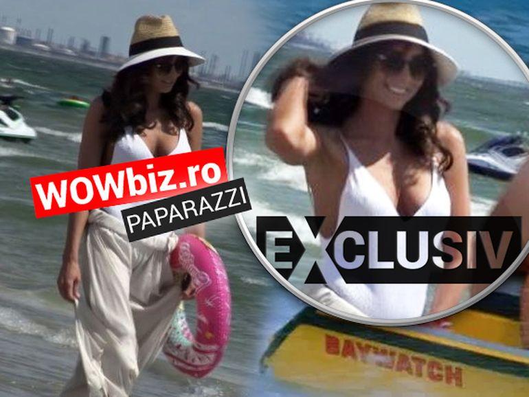 Ilinca Obădescu joacă în noua serie Baywatch? Prezentatoarea știrilor Kanald D a făcut senzație la Mamaia într-un costum de baie alb! VIDEO EXCLUSIV