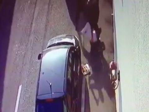 Om de afaceri din Târgiu Jiu, bătut cu ranga pe stradă! Imaginile surprinse de camerele de supraveghere sunt înfiorătoare