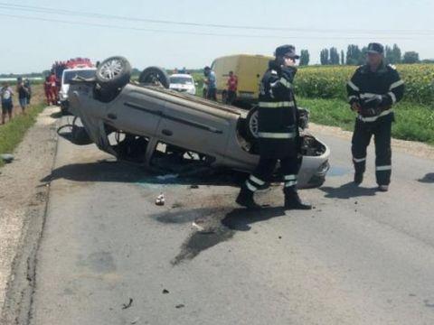 O persoană a fost proiectată prin geamul mașinii și a murit pe loc, iar alte trei au ajuns în stare gravă la spital! Ce a făcut o șoferiță de doar 20 de ani