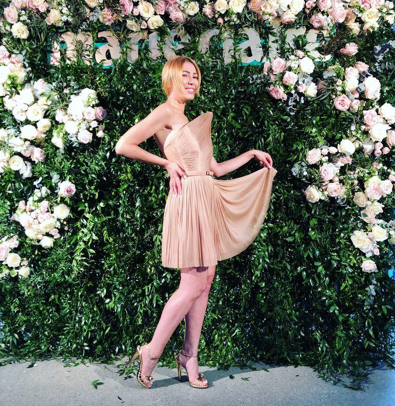 Nadia De Luca a strălucit într-o rochie superbă la un eveniment monden! Femeia de afaceri a purtat o creaţie semnată Ana Radu! FOTO!