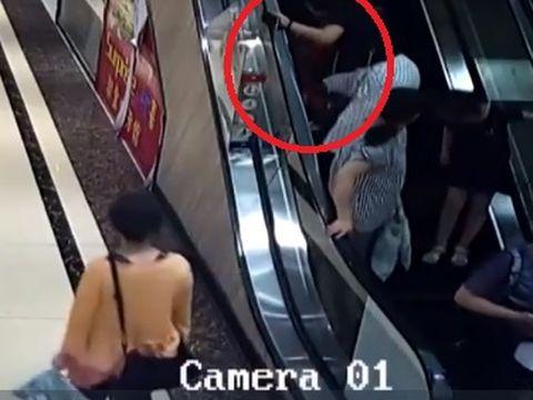 Horror! Mâna unui copil de doi ani a fost blocată între scările rulante într-un complex comercial! A zbierat de durere! Mama lui, întinsă pe jos, implorând după ajutor