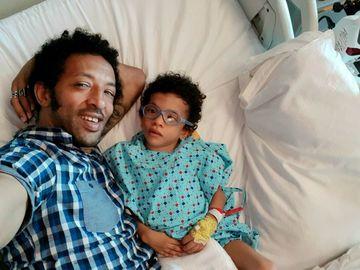 """Kamara, noi declarații despre starea de sănătate a lui Leon! Fiul artistului a făcut progrese mari: """"Până când nu îl văd pe picioarele lui nu am liniște"""""""