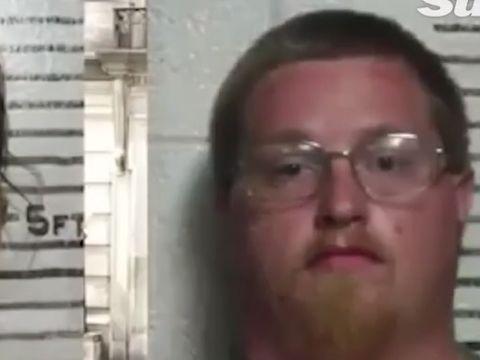 Doi părinți au avut fantezii bolnave cu bebelușul lor nenăscut! Pe fetița lor de doi ani au violat-o și bătut-o crunt. Poliția și-a făcut cruce când s-a descoperit imaginea pe Facebook