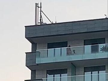 Scene desprinse din filmele pentru adulți! Au făcut amor pe balconul unui hotel de lux din Mamaia!