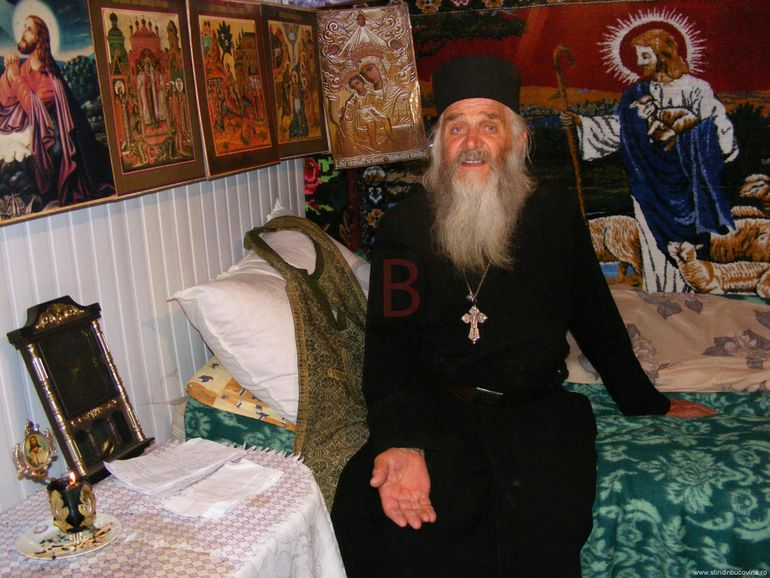"""Profeția unui stareț de mănăstire pentru Elena Udrea: """"E căzută acum, dar va ajunge din nou pe funcție"""" Fosta politiciană se pregătește să candideze din nou la președinție?"""