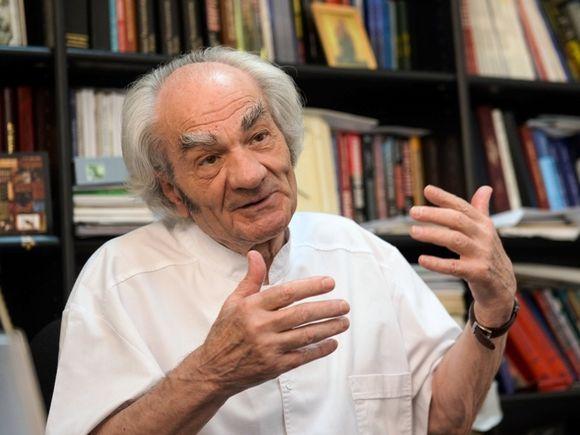 Leon Dănăilă e cel mai sărac medic din România, deşi a făcut peste 30.000 de operaţii pe creier! La 86 de ani, nu are terenuri, case sau maşini!