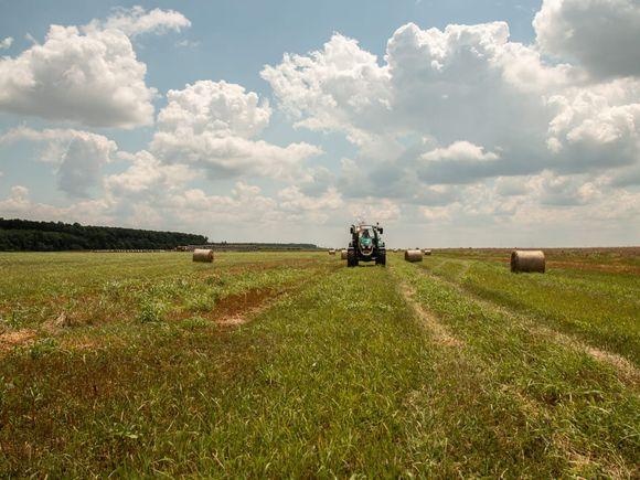 România văzută de la volanul unui tractor