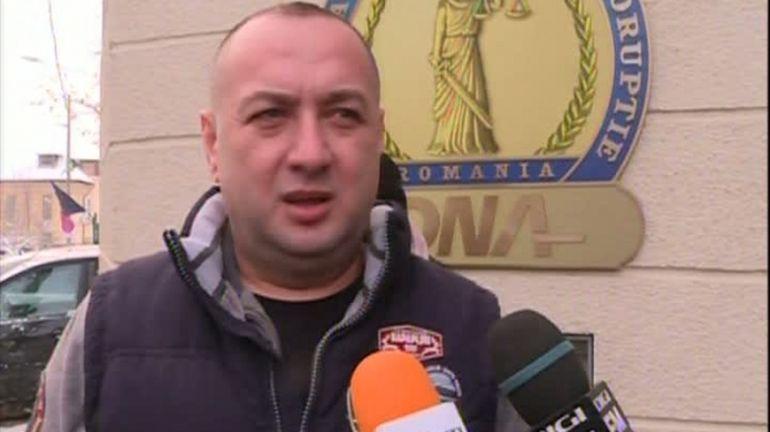 Leo de la Strehaia i-a șocat pe polițiști! Muniție și încărcător de pistol-mitralieră descoperite la o percheziție