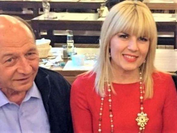 Traian Băsescu a vorbit cu Elena Udrea! Ce i-a spus fostul ministru după întoarcerea în România