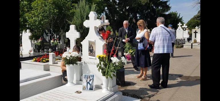 Familia Mădălinei Manole, la mormântul artistei! Cum arată tatăl solistei la 9 ani de la dramă FOTO