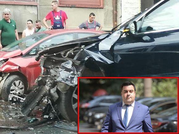 Ministrul Transporturilor, implicat într-un accident! Răzvan Cuc a fost transportat de urgență la spital