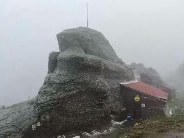 Ninsoare ca în plină iarnă în România! Imagini VIDEO incredibile