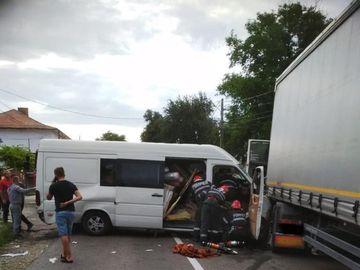 Accident grav în județul Neamț, cu cinci victime! Ce au descoperit polițiștii în cazul unuia dintre șoferi