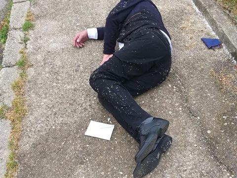 Un bărbat a fost găsit căzut pe stradă, cu un plic alături! Ce se afla înăuntru, a fost anunțată imediat Poliția