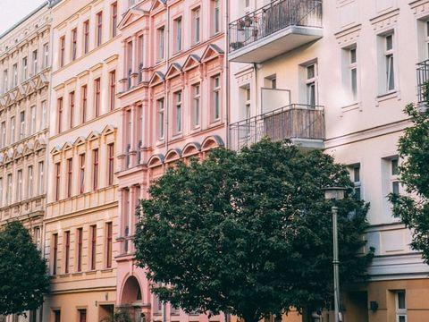 O femeie și un bărbat au căzut de la etajul 9, în timp ce făceau sex! Șocant, ce a făcut bărbatul care a supraviețuit căderii