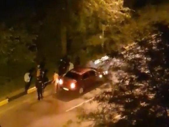 Încăierare lângă o sală de jocuri din Ploiești! Un tânăr a fost găsit complet dezbrăcat de către polițiști!