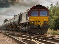 Un băiat de 14 ani s-a aruncat în fața trenului, de față cu colegii lui! Ce i-au strigat disperați