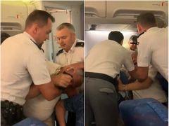Scandal pe Otopeni! O familie a fost încătușată, după ce au scuipat și au jignit o însoțitoare de bord! Imaginile sunt IREALE