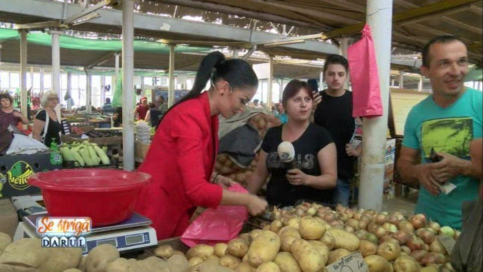 """Andreea Mantea, într-o ipostază inedită, în ediția din această seară la""""Se strigă darul!"""" Vinde cartofi în piață la Craiova"""