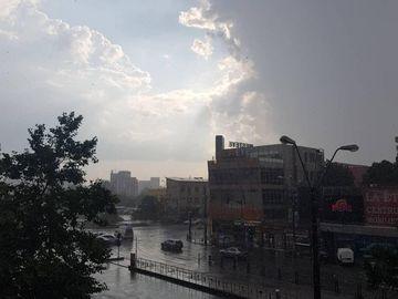 Potop în Capitală! În doar câteva minute, orașul a fost inundat