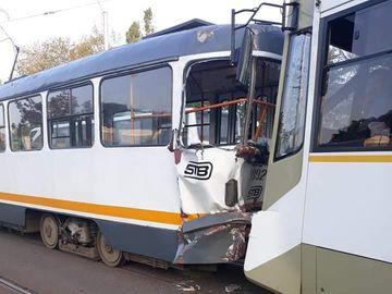 Accident în București! O persoană a fost rănită după ce două tramvaie s-au ciocnit