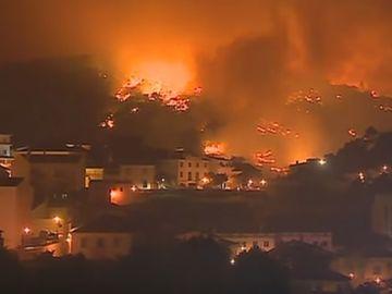 Panică în Portugalia! Peste 1800 de pompieri se luptă cu flăcările! 20 de persoane sunt rănite. Ce s-a întâmplat
