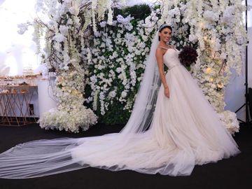 Ce se va întâmpla cu cele două rochii de mireasă în valoare de 40.000 de euro pe care le-a purtat Adelina Pestrițu la nuntă