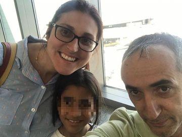 Prima fotografie cu Sorina și părinții adoptivi în SUA