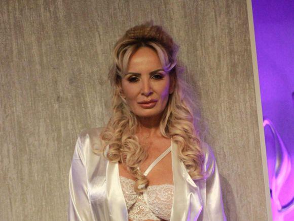 Daniela Gyorfi, mai sexy ca niciodată! Cum arată vedeta, la 50 de ani, fără picătură de machiaj sau Photoshop