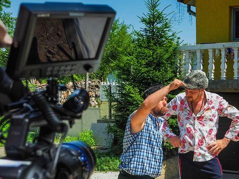 """Imagini, in premiera, de la filmarile pentru serialul de comedie realizat de Kanal D in colaborare cu trupa """"3 Chestii"""""""
