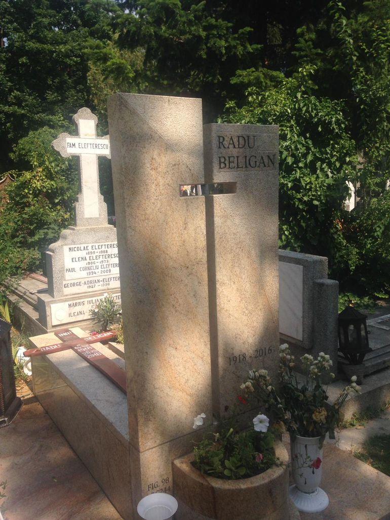 Familia a ridicat un monument la locul de veci al lui Radu Beligan FOTO