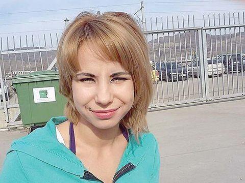 Femeia din Sibiu care și-a fiert copilul în cazanul cu sodă caustică este din nou fericită!  Și-a refăcut viața și a plecat din țară
