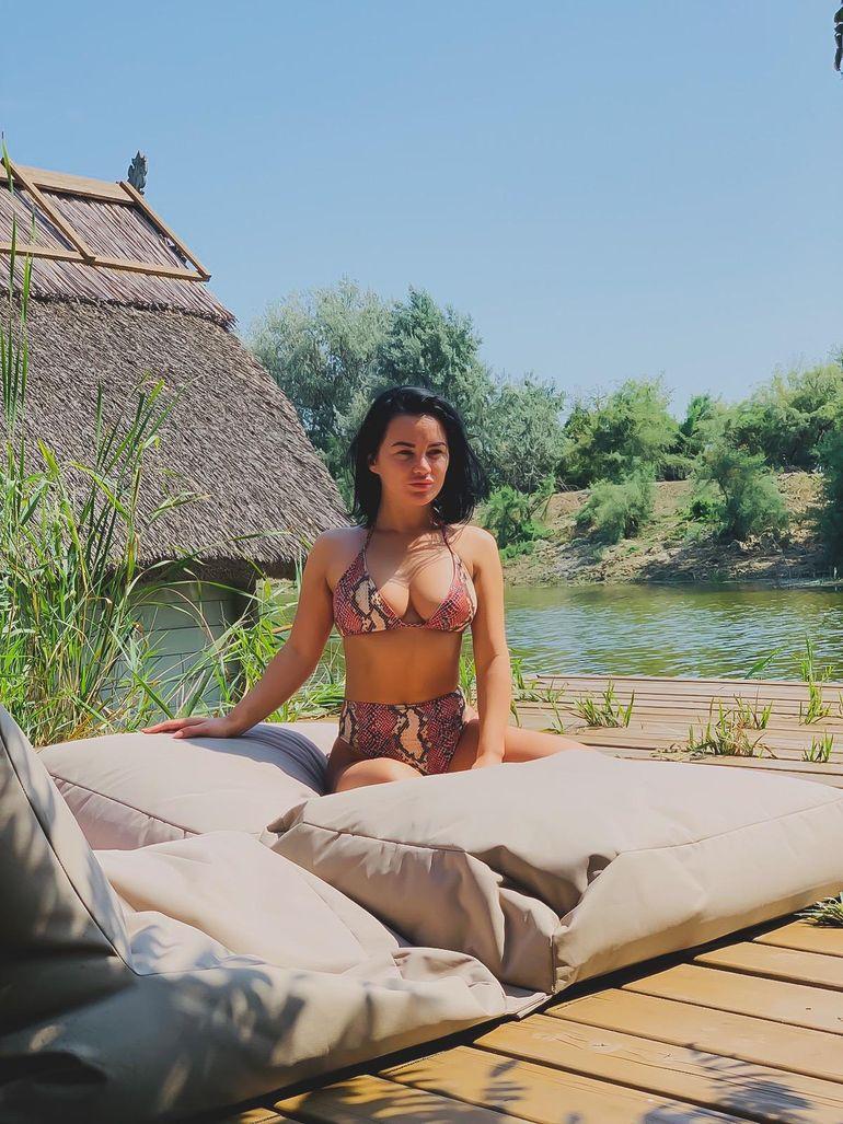 WOW! Carmen de la Sălciua, mai sexy ca niciodată! Avem fotografii BOMBĂ cu artista