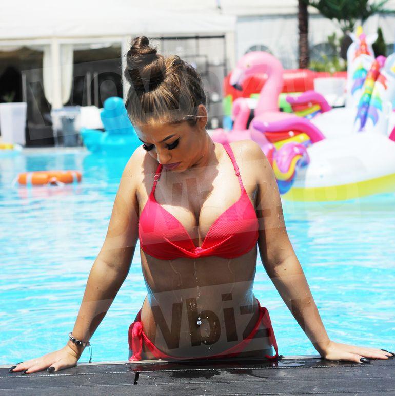 """Cele mai sexy imagini cu Simona de la """"Puterea Dragostei""""! A arătat tot la piscină FOTO EXCLUSIV"""