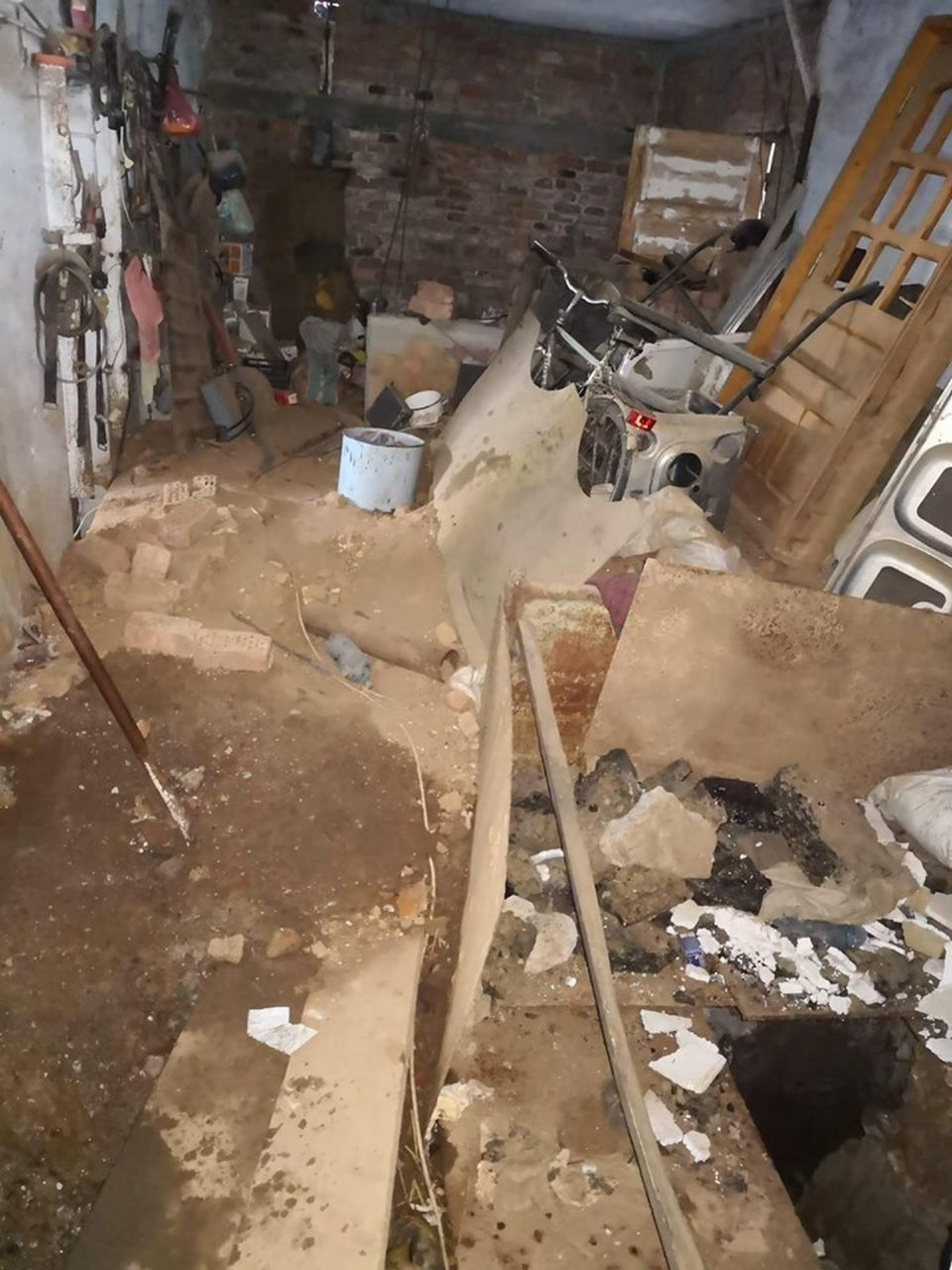 Descoperire teribilă în curtea lui Gheorghe Dincă: Saci de oase, haine și hălci de carne