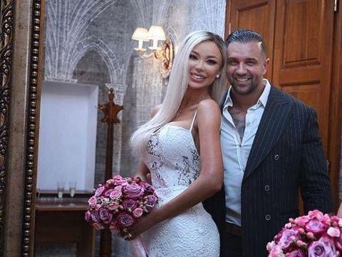 Alex Bodi a fost la un concurs de Miss după căsătoria cu Bianca Drăguşanu! Uite-l pe proaspătul soţ al Biancăi înconjurat de femei frumoase şi sexy!