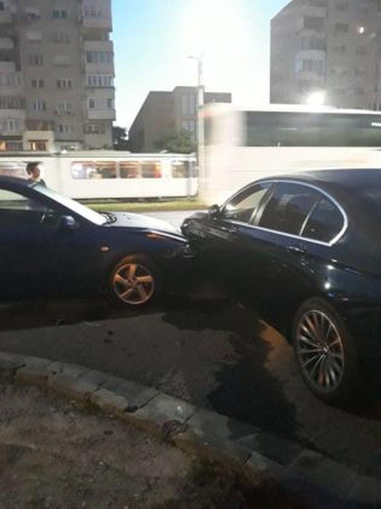 Accident grav în Arad, cu șapte mașini implicate! Cel puțin doi șoferi au ajuns în stare gravă la spital