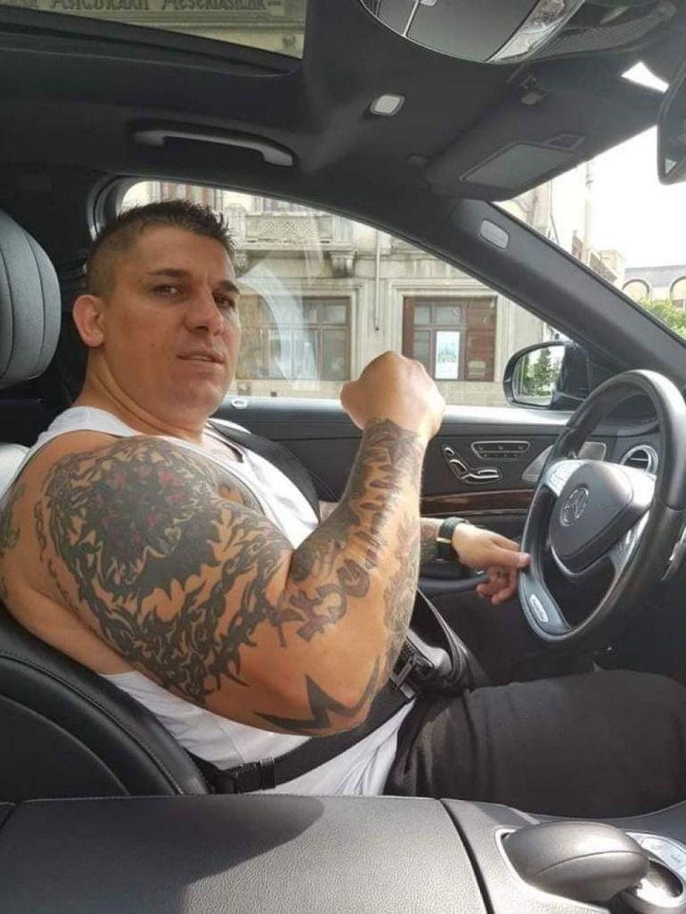"""Adrian Corduneanu ridică greutăţi de 200 de kilograme cu braţele: """"Dacă dau cu pumnul cade taurul!"""" VIDEO"""