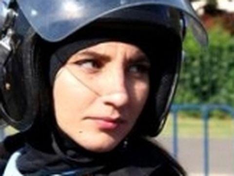 Un an de la protestul din 10 august! Ce s-a întâmplat cu jandarmerița Ștefania? A părăsit brigada specială și vrea 100.000 euro de la agresorii ei | EXCLUSIV