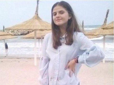 """Un site susține că Alexandra Măceșanu trăiește și publică o poză controversată: """"Alexandra este în viață și se află în Italia. Fata a fost vândută de către Gheorghe Dincă!"""" FOTO"""