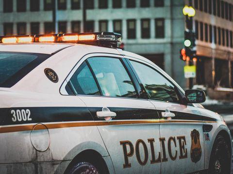 Un polițist a fost înjunghiat în cap în timp ce urmărea o mașină! Ce s-a întâmplat cu ofițerul