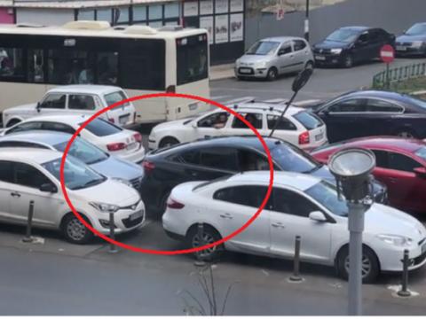 """Șmecherul cu BMW care a împins o altă mașină în parcare riscă închisoarea! Și """"victima"""" ar putea fi amendată"""