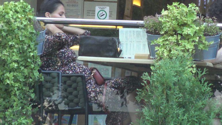 Imagini incredibile cu Anca Serea, la două săptămâni DUPĂ ce trebuia să nască! Vedeta se relaxează la terasă și conduce mașina! VIDEO EXCLUSIV