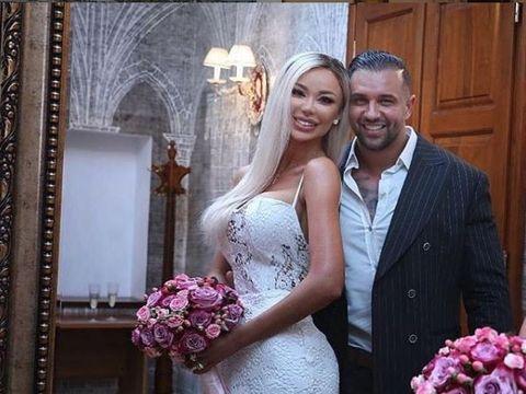 Alex Bodi a dat 30.000 de euro pe o sticlă de şampanie la o petrecere privată în Corsica! Vezi cum s-a distrat soţul Biancăi Drăguşanu în clubul milardarilor! FOTO