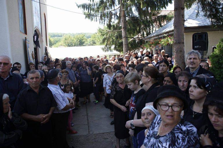 Mii de oameni la înmormântarea părintelui Marius Gabriel Bărăscu, ucis de ziua lui de un şofer intrat pe contrasens